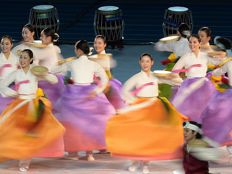 Dancers from the National Gugak Centre Dance Troup perform during the closing ceremony of the 2014 Asian Games at The Incheon Asiad Main Stadium in Incheon. (AFP Photo/ Manan Vatsyayana)