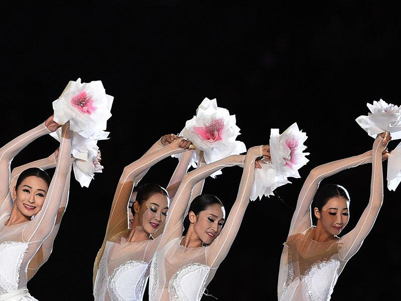 Dancers perform during the closing ceremony of the 2014 Asian Games at The Incheon Asiad Main Stadium in Incheon. (AFP Photo)