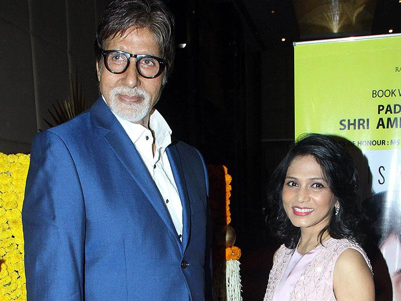 Actor Amitabh Bachchan (left) and Dr Jaishree Sharad pose for a photograph during a promotional event in Mumbai on late October 5, 2014. (AFP)