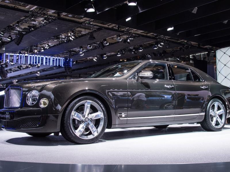 Bentley Mulsanne Speed : The latest model from the British car maker is presented as the world's most powerful luxury car, boasting a 6.75-liter V8 with 537hp. Slated to go on sale in early 2015, the car boasts a top speed of 305km/h and goes from 0 to 100km/h in 4.9 seconds. Photo:AFP