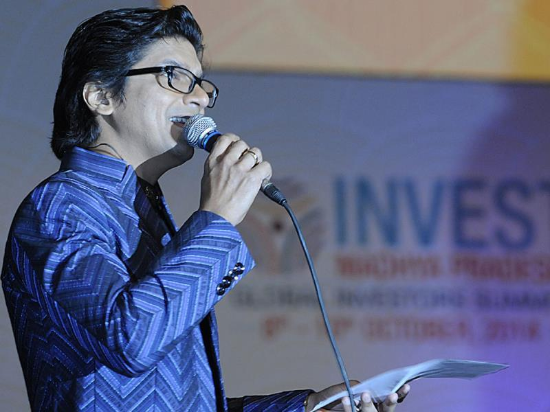 Singer Shaan sings at the inaugural ceremony of Global Investors Summit in Indore. (Arun Mondhe/HT photo)