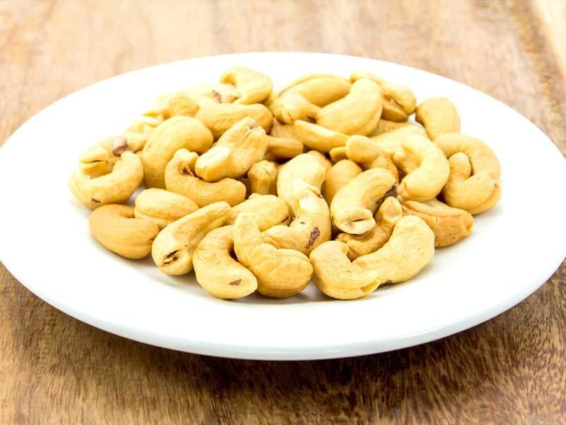 Can't take anymore of this stress? We reckon you calm down a little and try these regular food items to pacify your nerves. (Photos: Shutterstock) Cashews: Did you know cashews are good source of zinc? High levels of zinc have been found effective in combating anxiety and depression.