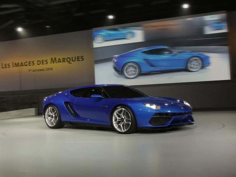 Lamborghini Asterion LPI 910-4 : Even Lamborghini, a company famed for its love of bright oranges, yellows, greens and reds was a vision of restraint at this year's show. Its new concept, the Asterion, which will quite possibly go down as the star of this year's show, was as impressive for its rich blue exterior finish as for its incredible hybrid engine. Photo:AFP