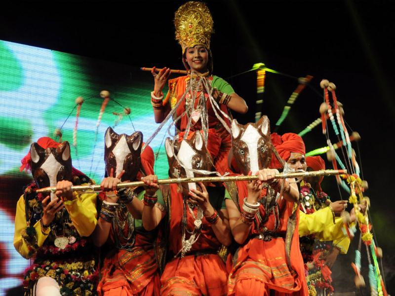 Dancers perform at a cultural event organised for guests who are in Indore to attend Global Investors' Summit. (Amit K Jaiswal/HT photo)