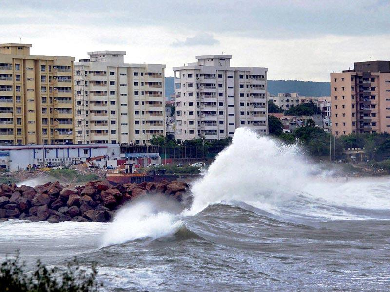 Tidal waves hit the Vizag beach as Cyclone Hudhud reaches Visakhapatnam. (PTI Photo)