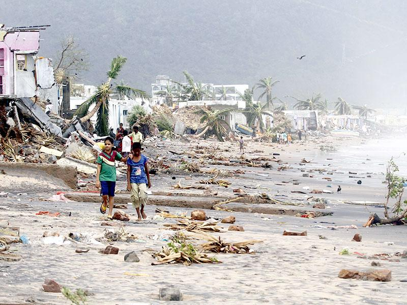 A view of the damages caused by Cyclone Hudhud in Visakhapatnam. (HT Photo)