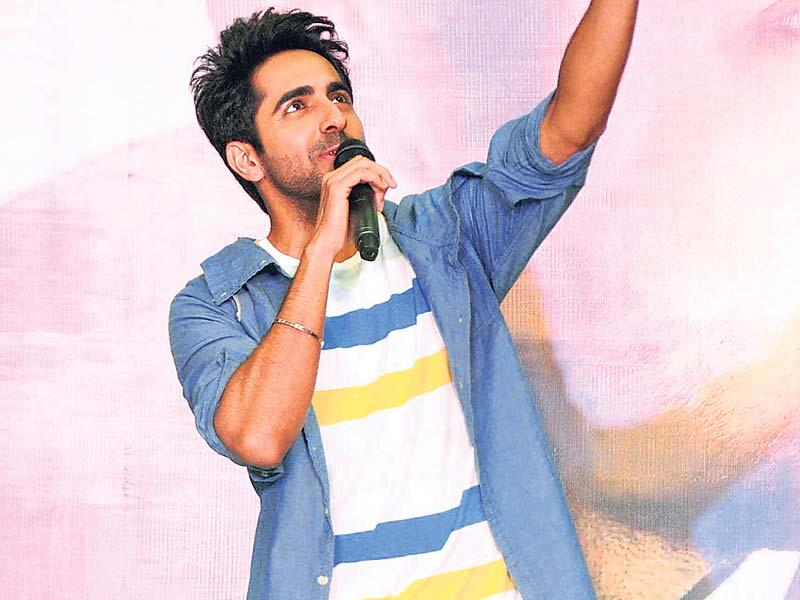 Ayushmann Khurrana enthralled audiences as he sang some of his hits at a shopping mall in Mumbai. (Photo: Yogen Shah)