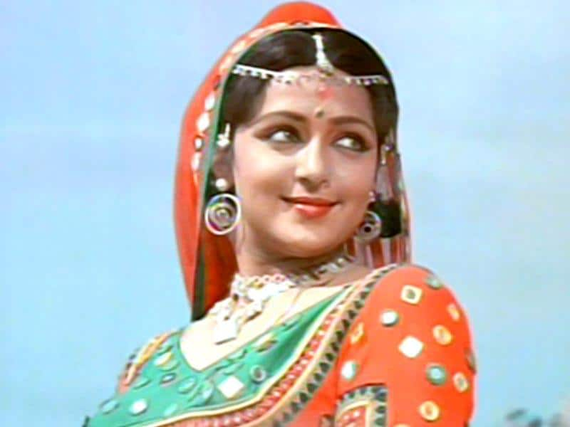 Hema Malini shared the screen with Manoj Kumar in Kranti (1981).