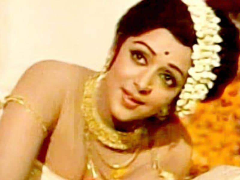 Hema Malini donned a totally different look for Sanyasi (1976).