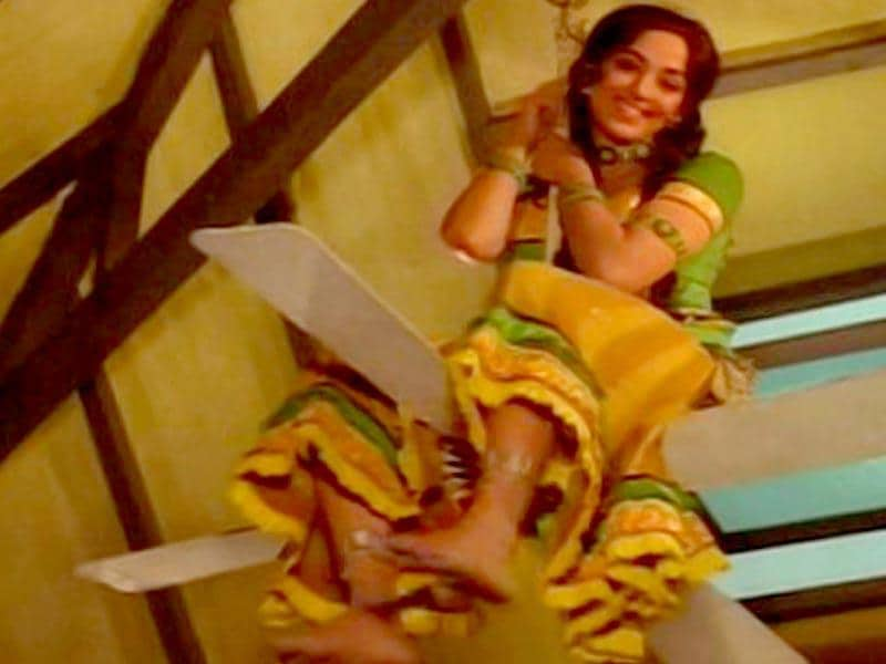 Hema Malini played double roles in the comedy film Seeta Aur Geeta (1971).