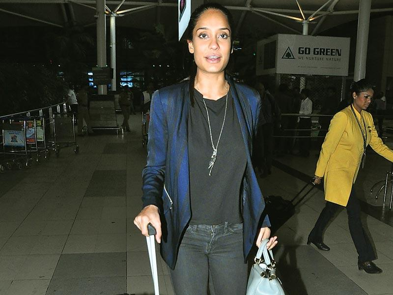 Lisa Haydon spotted at the airport (Photo: Viral Bhayani)