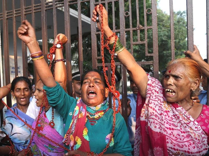 Bhopal gas tragedy victims protest outside Dow office in Mumbai. (PTI file photo)