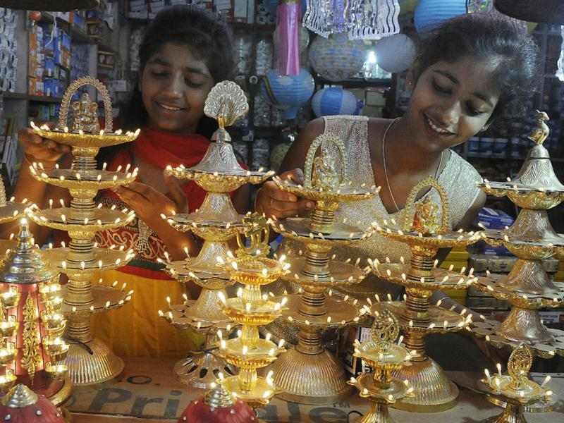 Decorative electric lamps on display at a market in Indore ahead of Diwali. (Arun Mondhe/HT photo)