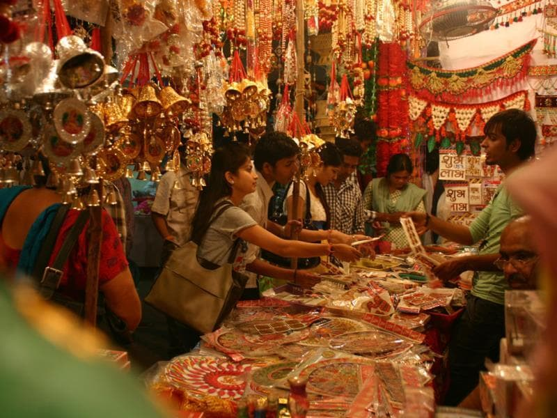 Markets in Bhopal have been teeming with shoppers scouring for Diwali gifts for their loved ones. (Praveen Bajpai/HT photo)