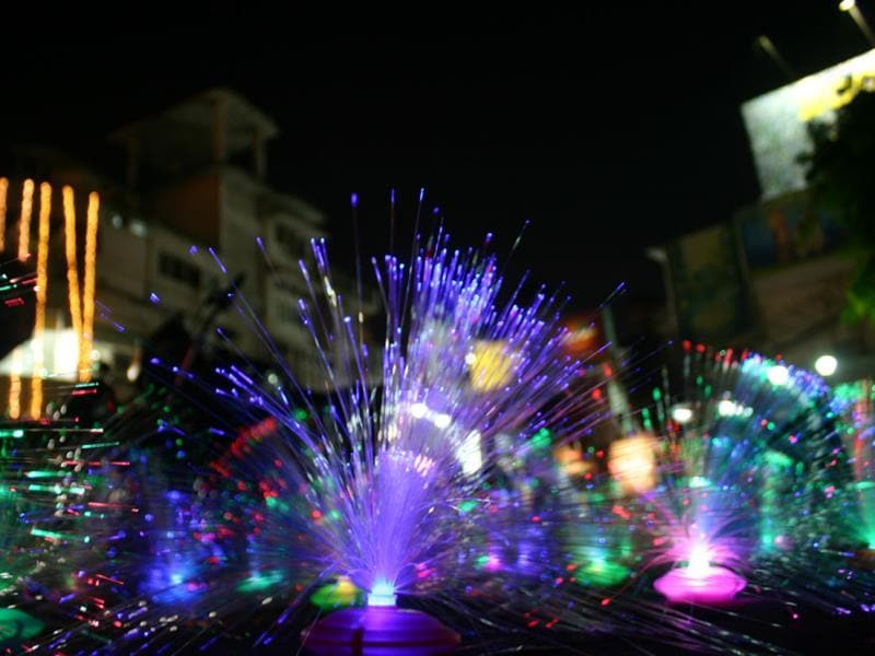 Sparkling lights are a hit among shoppers in Bhopal this Diwali. (Praveen Bajpai/HT photo)