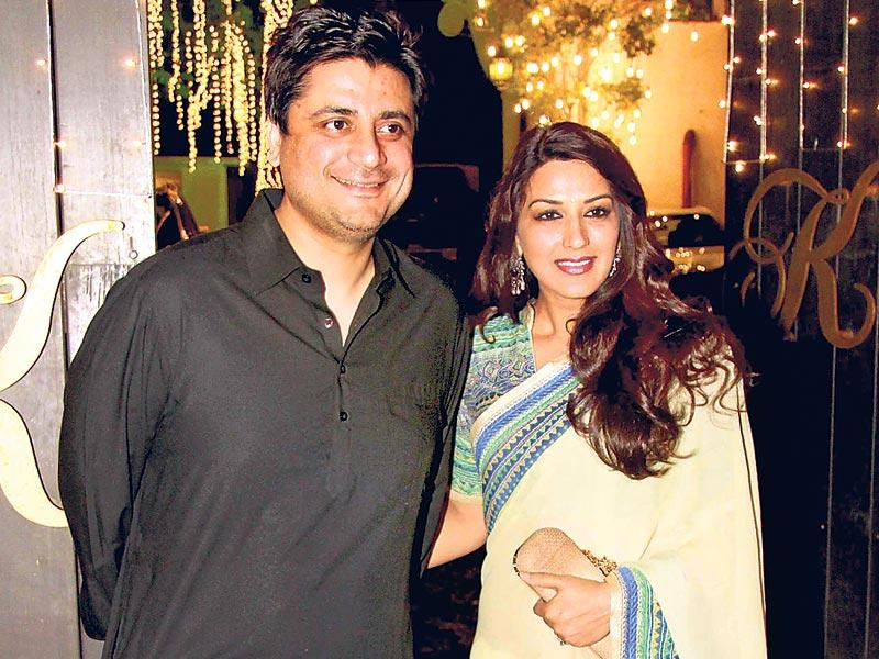 Goldie Behl with Sonali Bendre. (HT photo)