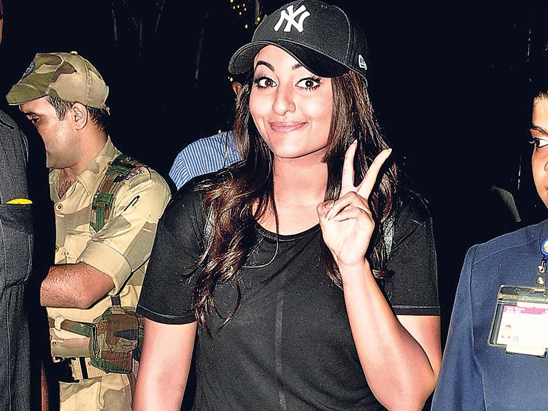 Actor Sonakshi Sinha was spotted at Mumbai airport.