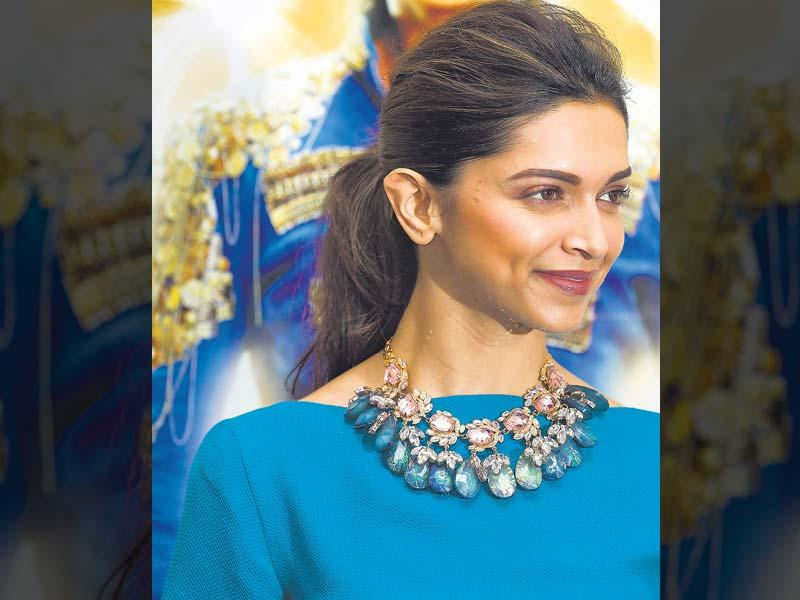 Many celebs made their otherwise simple outfits look gorgeous by adding extra bling with bold neckpieces. So, be it a western outfit or a traditional one, here are some tips that you can take from these ladies who went on to make a statement by sporting these gorgeous neckpieces. So, bling it on! | Shining like a star, Deepika Padukone paired a beautiful neckpiece with a plain blue dress. The piece had beautiful Lapis Lazuli and Pink Topaz-like stones that added the bling factor to the outfit. Each gemstone, ­surrounded by delicate leaves, gave the outfit a chic and girly look.