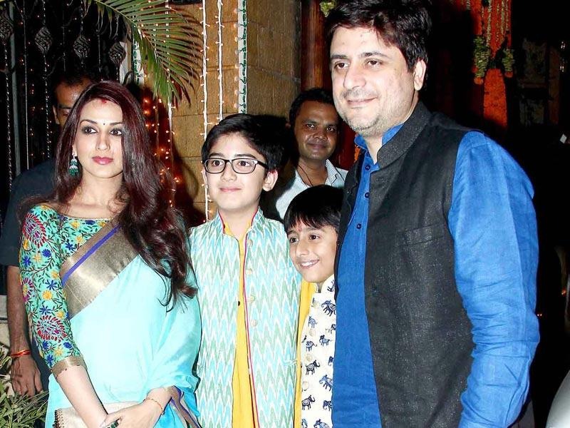 Sonali Bendre and Goldie Behl with their sons at Bachchans' Diwali party. (Yogen Shah, HT Photo)