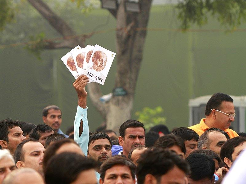 People participate in the Run for Unity at Rajpath, New Delhi on Friday. (Sanjeev Verma/HT Photo)