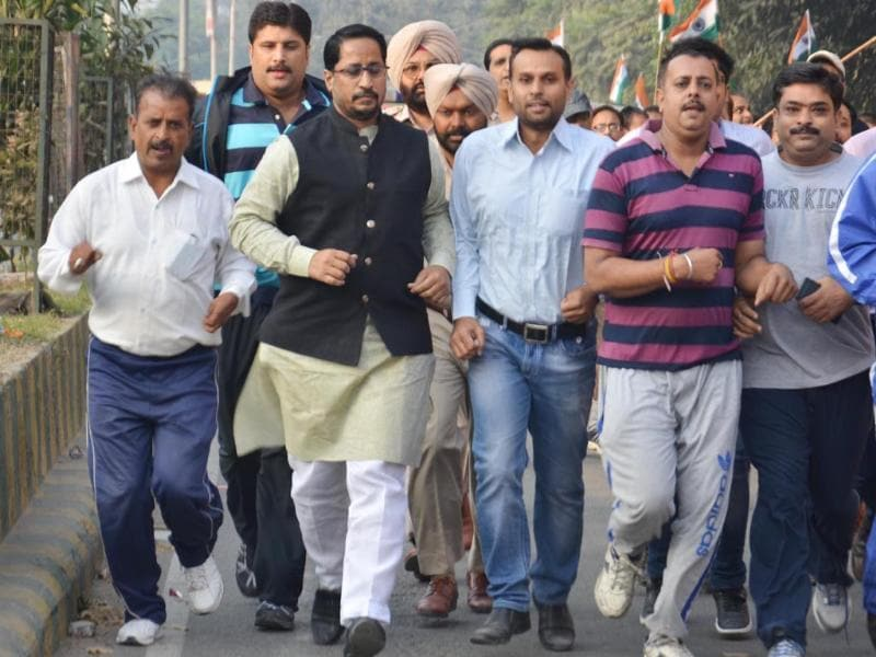 Local bodies minister Anil Joshi (2L) and BJP leaders taking part in 'Run For Unity' in Amritsar on Friday. Sameer Sehgal / HT