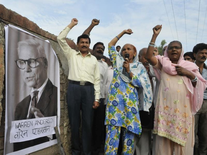 Gas tragedy survivors raising slogans against Warren Anderson at a gathering in Bhopal on Friday. (Mujeeb Faruqui/HT photo)