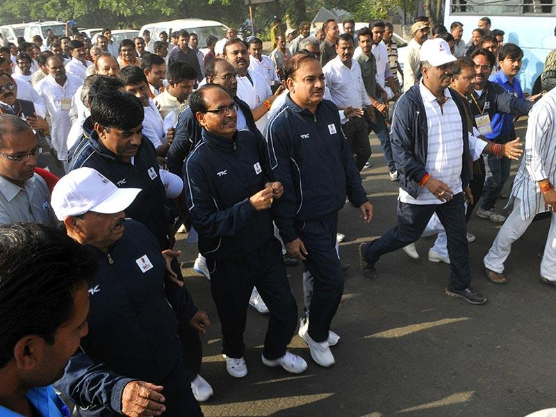 CM Shivraj Singh Chouhan and Union minister Ananth Kumar participate in 'Run for Unity' on the birth anniversary of Sardar Vallabhbhai Patel, in Bhopal on Friday. (Praveen Bajpai/HT photo)