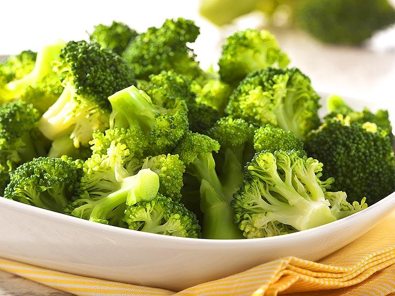 Eat your broccoli: Loaded with therapeutic properties and essential nutrients, broccoli is also a rich source of vitamin C, vitamin A, iron, vitamin K, B-complex vitamins, zinc and phyto-nutrients. Nothing can go wrong if you include it in your diet.