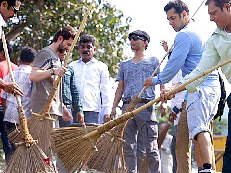 PM Modi's Swachh Bharat Abhiyan got a huge fillip when Salman Khan joined it. The Dabangg star tweeted: I started with Karjat yesterday. Yeh Dekho photo's…