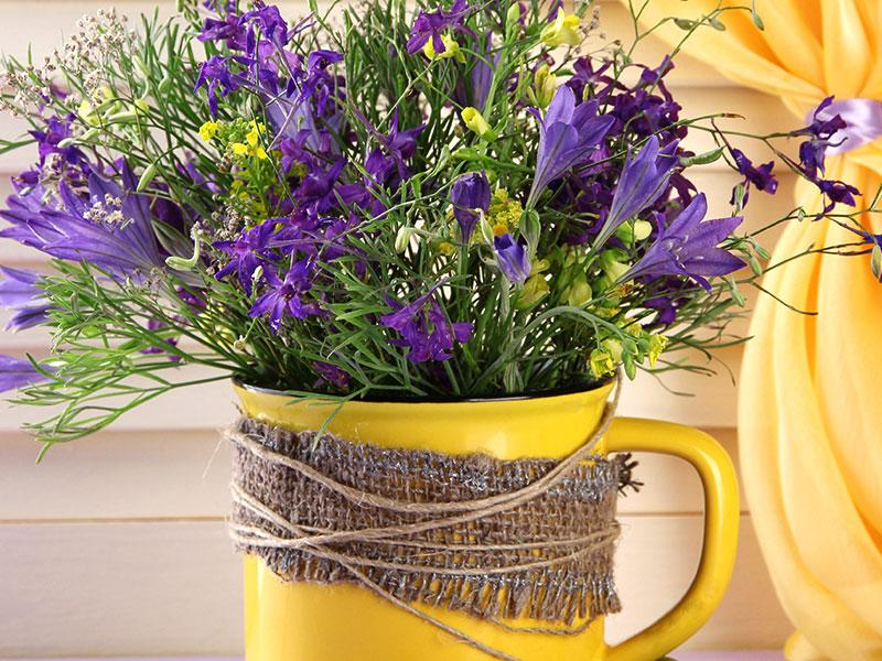 Put your old mug to use! Dust it off and paint it any colour you like, preferably in a brighter shade. Use it as a vase.