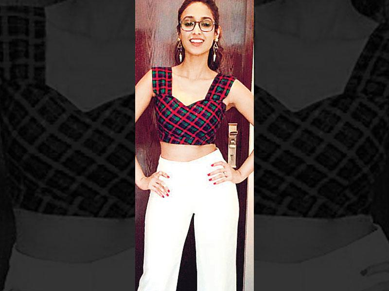 Top of the crop: If you're blessed with a slim waist, this is your look. Actor Ileana D'Cruz opts for a plaid crop top over high-waist, wide-legged pants. She accessorised her attire with long earrings and ­spectacles.
