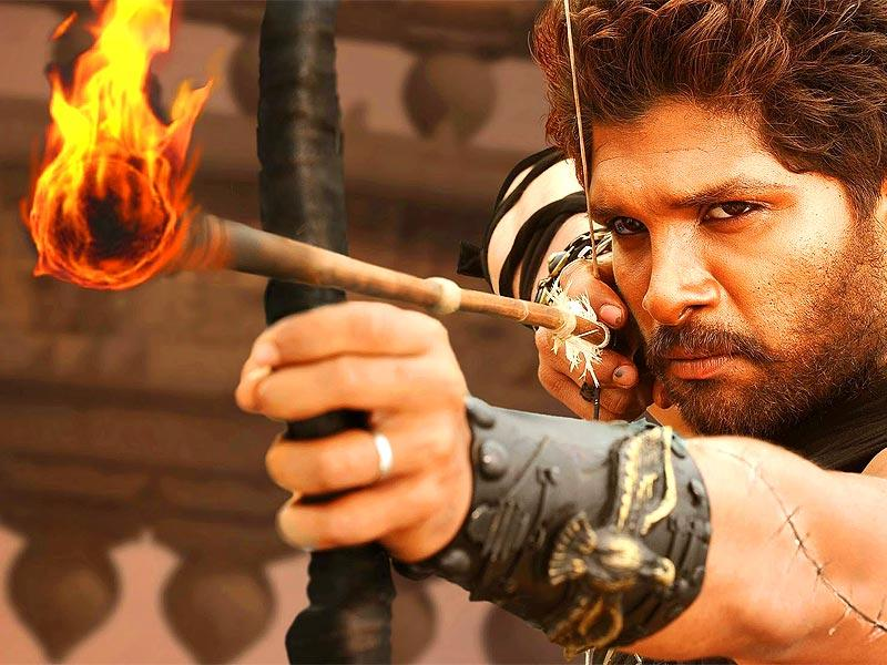 Popular actor Allu Arjun plays Gona Ganna Reddy, military chief of the Kakatiya dynasty. From the look of it, he seems to be a revolutionary leader and a rebel.