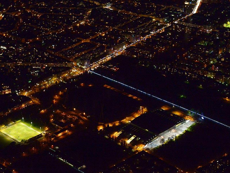 An aerial view of the light installation Lichtgrenze (Light border), on the course of the former Berlin wall is pictured on November 8, 2014. Germany kicked off celebrations of the 25th anniversary of the epochal fall of the Berlin Wall, at an open-air party. (AFP Photo)