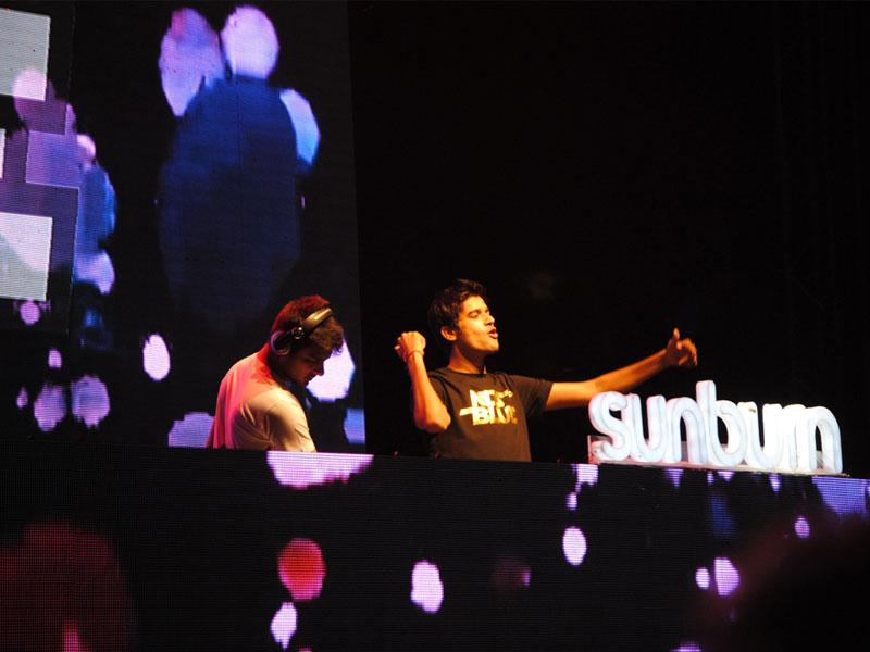 DJ NDS and Blue make youngsters groove at Sunburn Campus — one of the biggest electronic and dance music festivals in India. (HT photo)