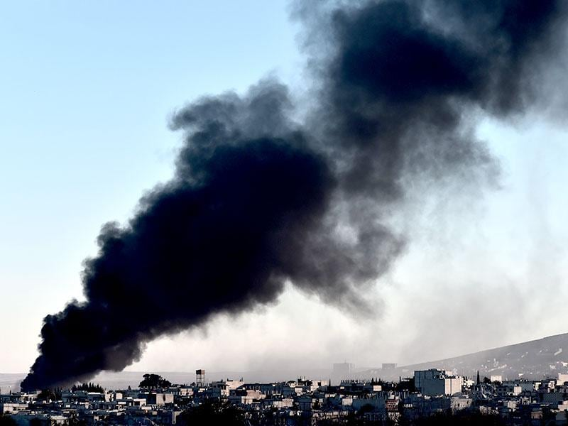 Smoke rises after an airstrike from US-led coalition against IS militants in the Syrian town of Kobane as it is seen from the Turkish southeastern border village of Mursitpinar, Sanliurfa province. (AFP Photo)