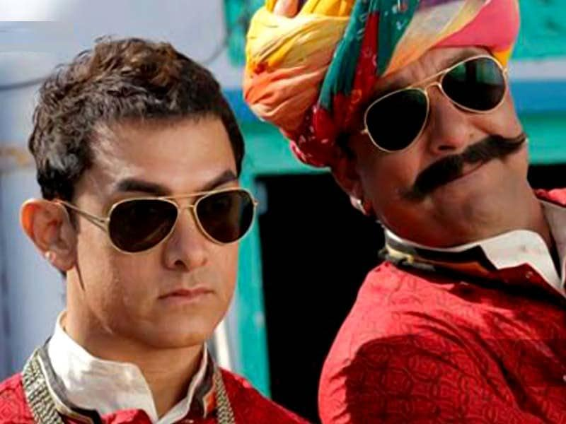 Aamir Khan and Sanjay Dutt in a still from Tharki Chokro song in PK.