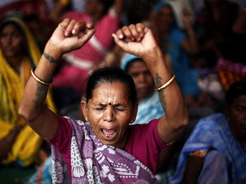 Victims of Bhopal gas tragedy raise slogans during a sit-in protest in New Delhi. Five women survivors of the tragedy started an indefinite hunger strike. (Reuters photo)