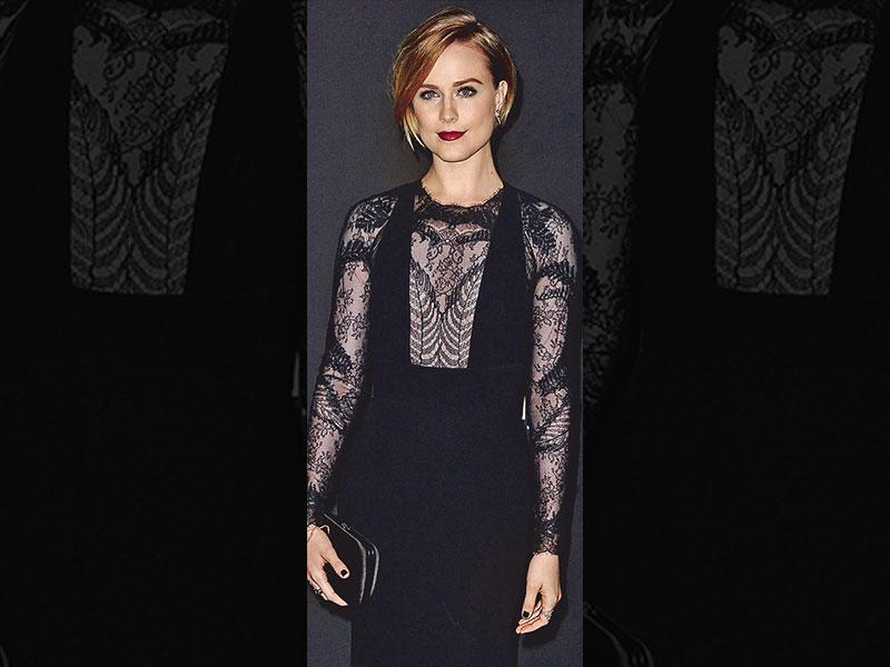 The lace liasonActor Evan Rachel Wood was spotted in a black number with a sheer neckline panel, where the lace play stood out. The sheer-lace combination always creates a fun, teasing illusion. Pick a dress with fun lace keyhole cut-outs for the peek-a-boo trick.