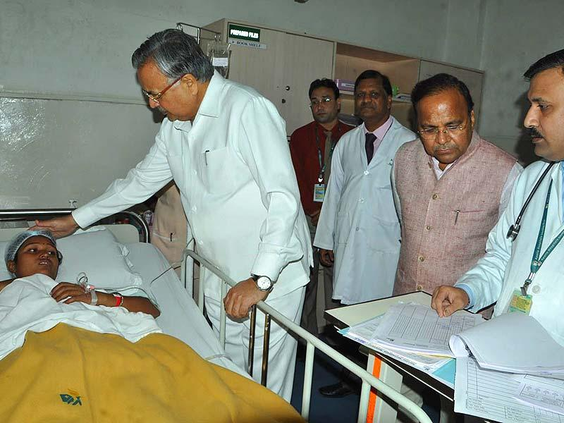 Chhattisgarh chief minister Raman Singh went to the hospital to meet the ailing women whose conditions turned critical following the mass steralisation in Bilaspur. HT photo