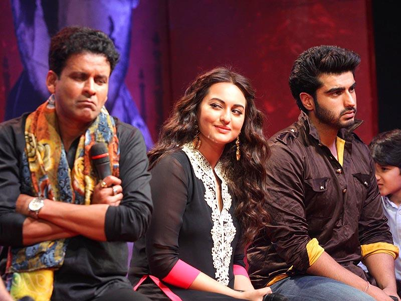 Manoj Bajpai, Sonakashi Sinha and Arjun Kapoor seem to be in totally different zones at the trailer launch of Tevar in Mumbai. (Photo: IANS)