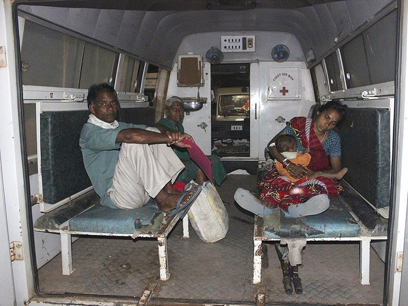 A woman (R), who underwent a botched sterilisation surgery at a government mass sterilisation 'camp', is moved to Chhattisgarh Institute of Medical Sciences hospital from a district hospital in Bilaspur, Chhattisgarh. (Reuters)