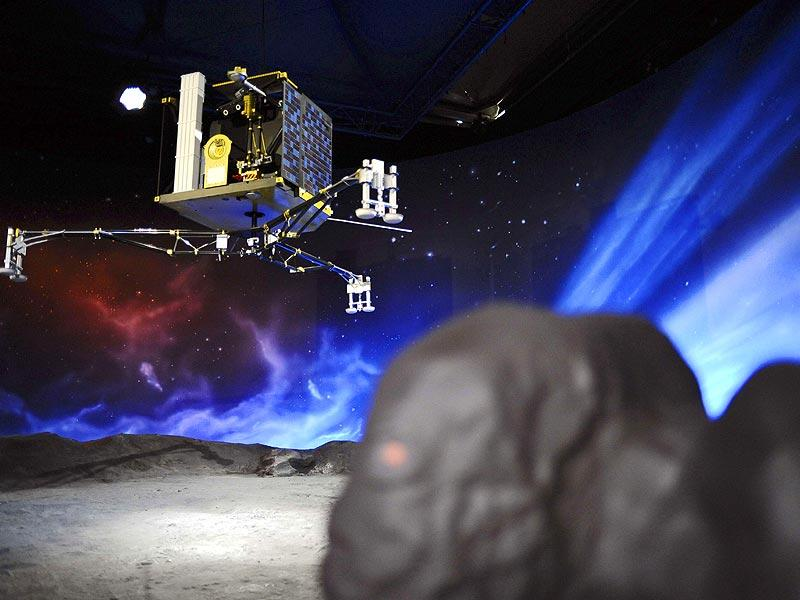 A model of the European Space Agency's (ESA) robot craft Philae at the Cite de l'espace (Space City) in Toulouse, southern France. (AFP Photo/Remy Gabalda)