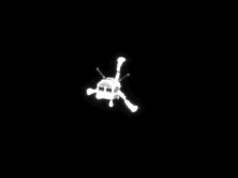 Handout photo released by the European Space Agency shows Rosetta's OSIRIS narrow-angle camera captured this parting shot of the Philae lander after separation. (AFP PHOTO/ ESA/Rosetta/MPS for OSIRIS Team)