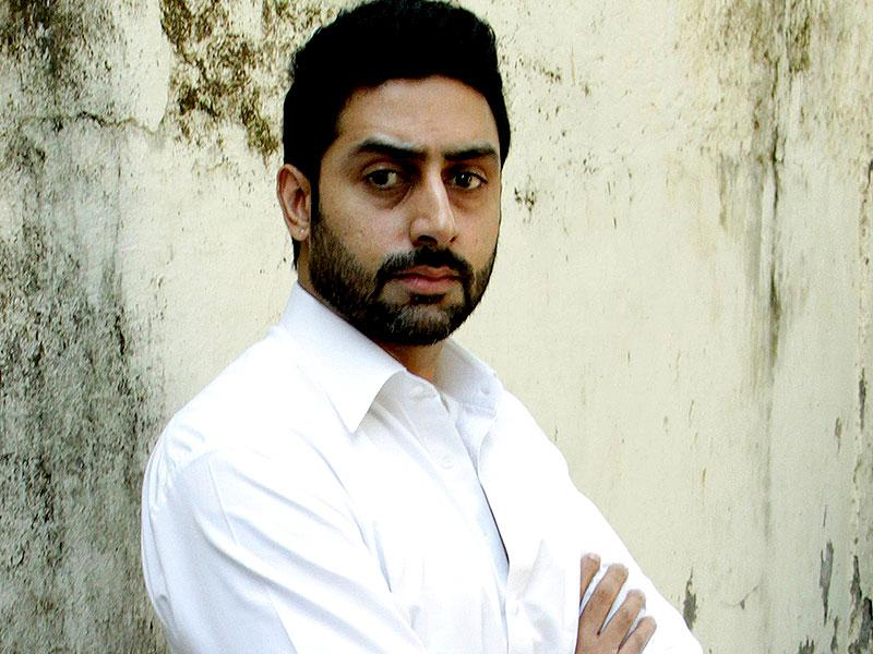 Actor Abhishek Bachchan was also seen at the funeral of Bollywood film producer and director Ravi Chopra in Mumbai on November 13, 2014. (AFP Photo)