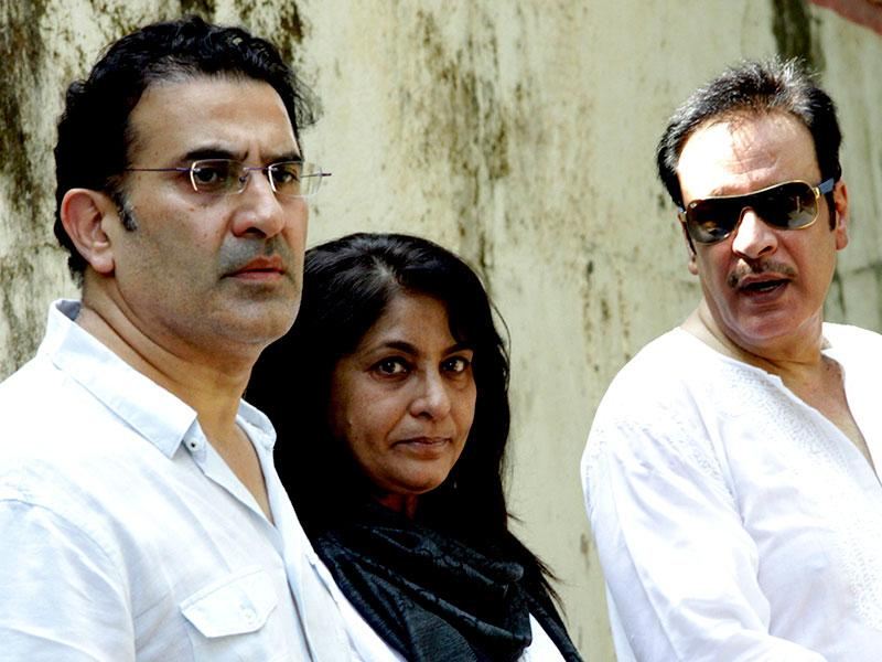 Archana Puran Singh with her husband Parmeet Sethi and actor Deepak Parashar, attends the funeral of Bollywood film producer and director Ravi Chopra in Mumbai on November 13, 2014. (AFP Photo)