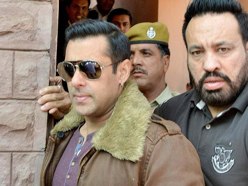 Salman Khan outside the Jodhpur court for a hearing in the 1998 Blackbuck poaching case in Jodhpur on Friday (Nov 14, 2014). (IANS Photo)