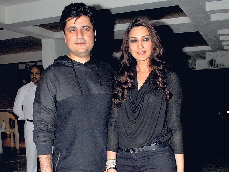 Sonali Bendre and Goldie Behl celebrated their anniversary with the biggies of Bollywood. Here, colour-coordinated couple (in black) poses for the shutterbugs. (Photos: Prodip Guha)