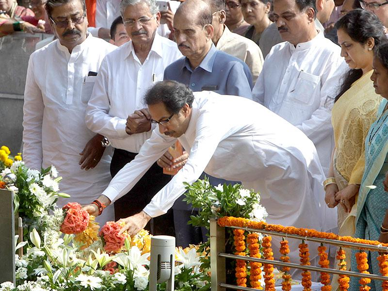 Shiv Sena chief Uddhav Thackeray and his wife Rashmi pay tributes to his father Bal Thackeray at his memorial on his second death anniversary at Shivaji Park in Mumbai. (PTI photo)