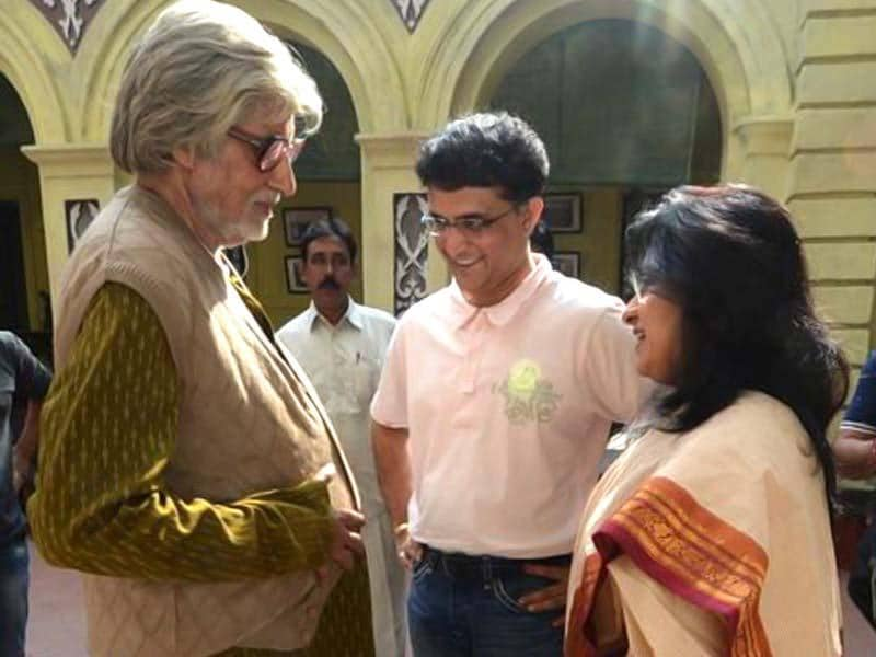 Amitabh Bachchan shared a picture of Saurav Ganguly paying a visit on the sets of Piku in Kolkata.
