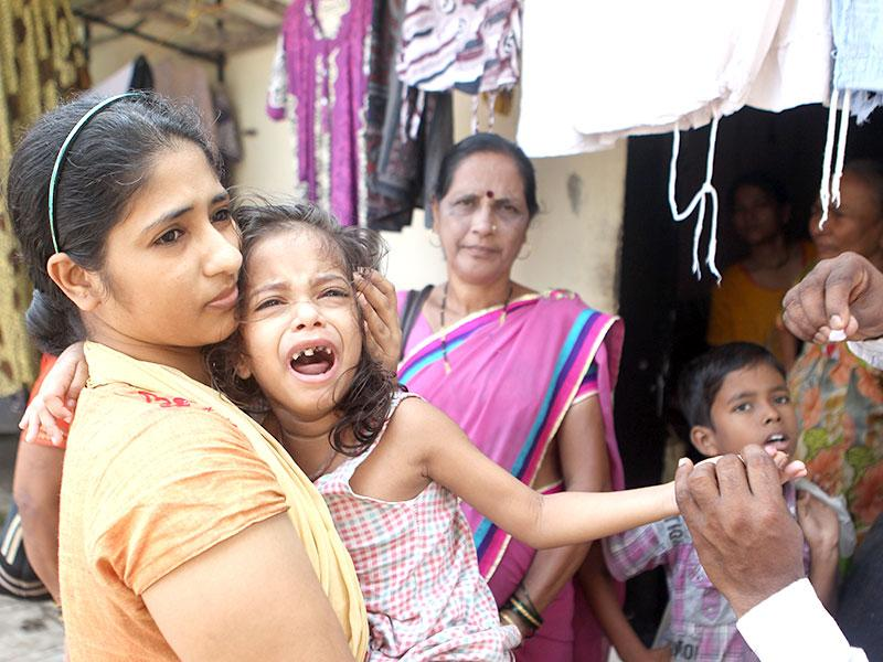 Children are being tested for dengue infection in Mumbai. (Satish Bate/HT photo)